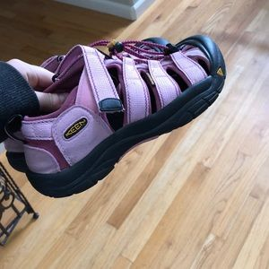 Pink Keens size 39